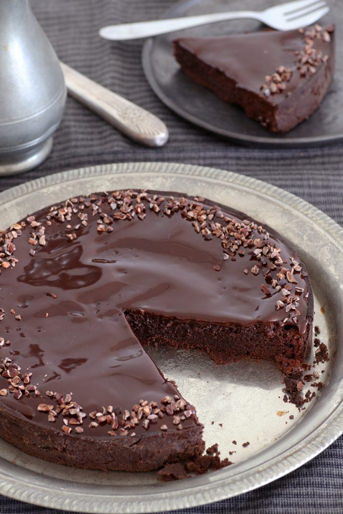 Negresă de ciocolată în crustă de cacao
