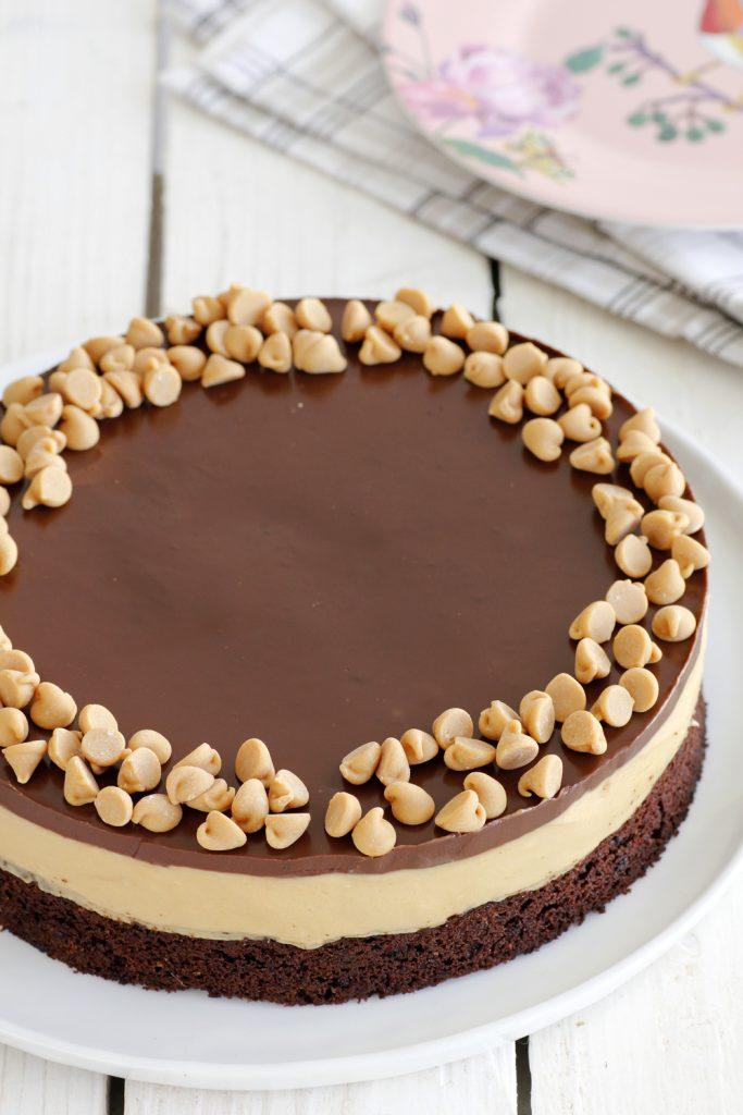 Tort de ciocolată cu cafea și unt de arahide