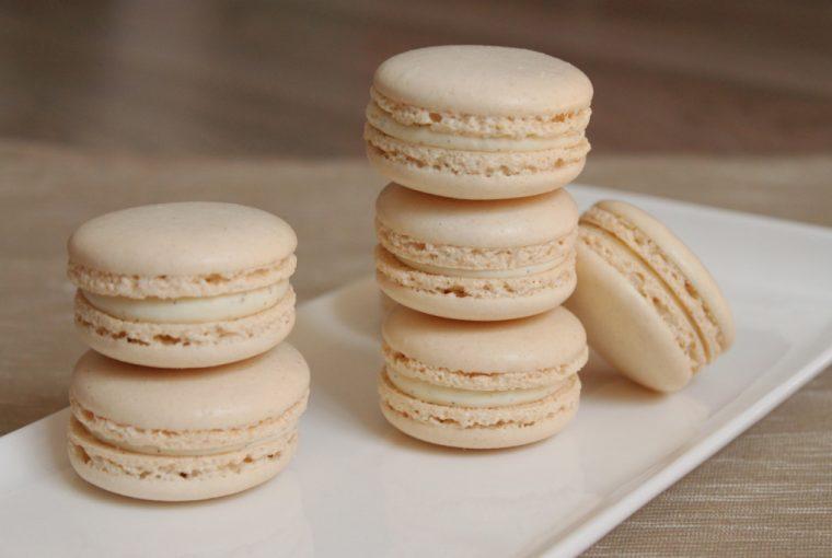 Macarons de vanilie cu ganache de ciocolată albă 3