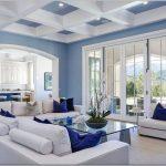 living în albastru cu alb